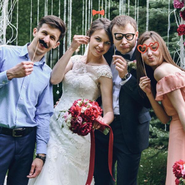 Location de photobooth pour votre mariage : des idées pour bien s'amuser